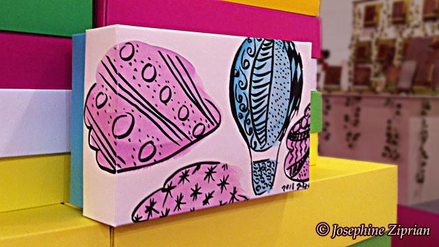 Illustration auf einer Schachtel von Josephine Ziprian