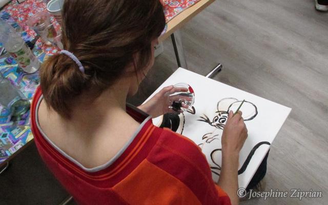 Foto Helferin beim Malen